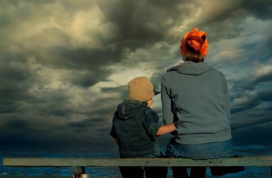 Jak się zachowywać w trakcie burzy z dzieckiem?